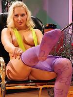 Flossie admiring her hot pantyhose